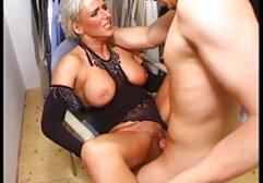 Bobbi phin xes nhat ban chơi với cái áo ngực và quần